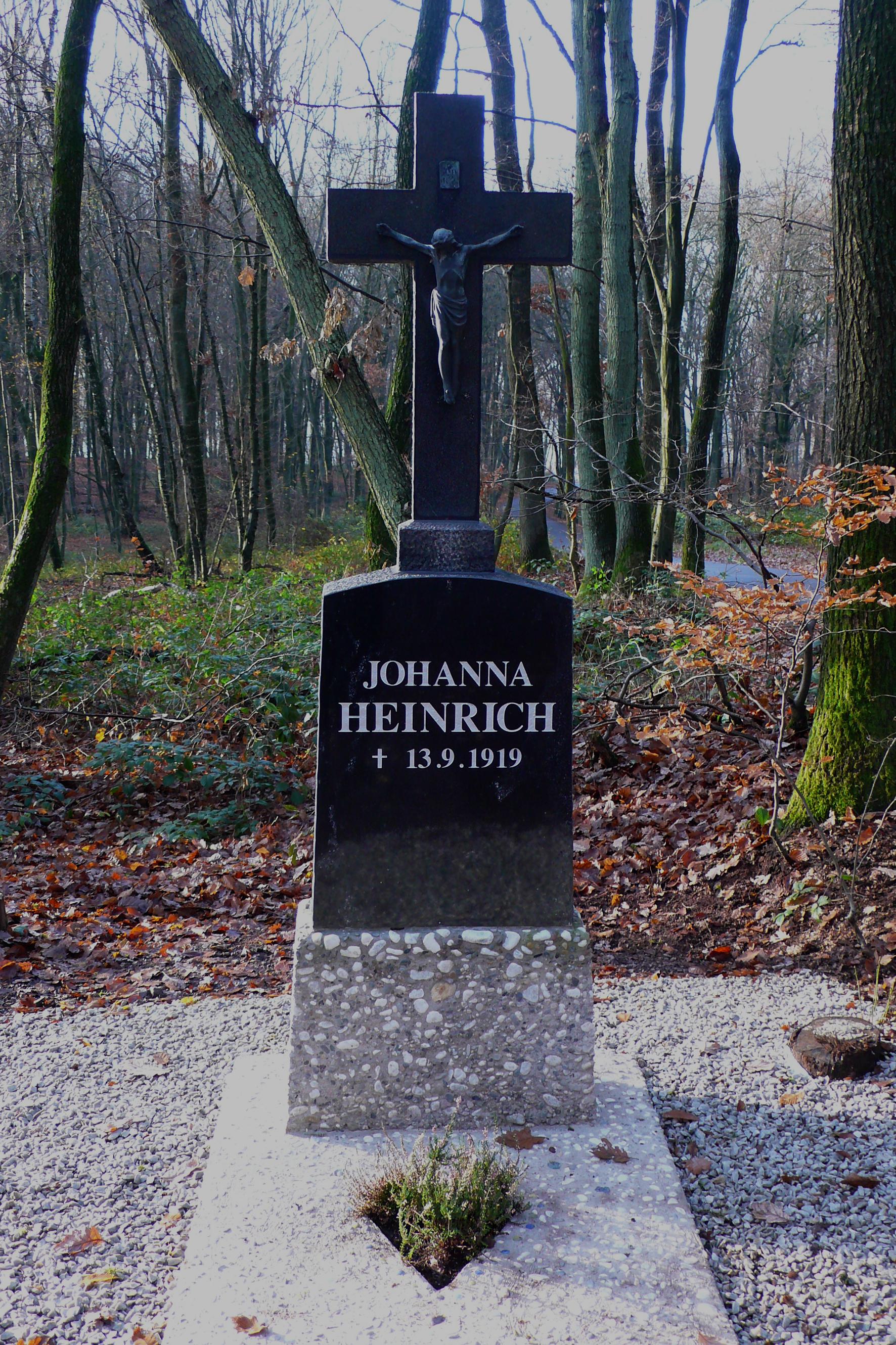 Wegkreuz zur Erinnerung an Johanna Heinrich